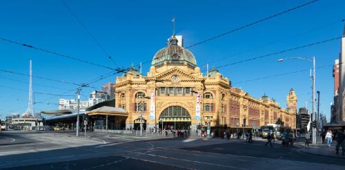 这是墨尔本标志性建筑之一,亦是澳洲历史最悠久的火车站,每天